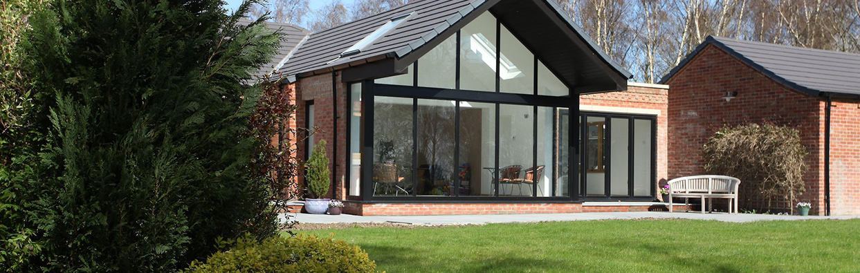 Oxfordshire house with full glass wall and bi-fold doors overlooking back garden
