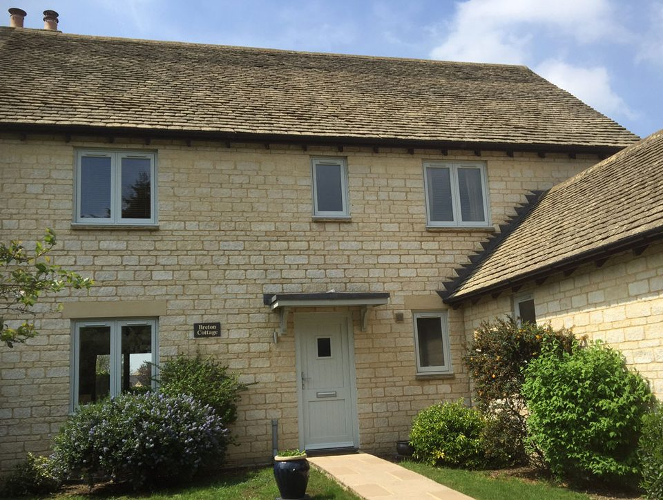 Country Cottage in Oxfordshire with Aluminium French Windows